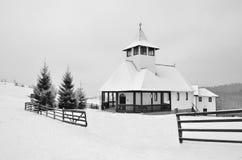 教会在山,冬天顶部 库存照片