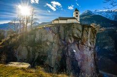 教会在峭壁顶部 免版税库存照片