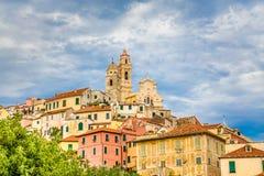 教会在日落Cervo,意大利期间的Cervo Cervo 免版税库存照片
