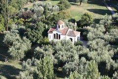 教会在橄榄色的庭院里 免版税图库摄影