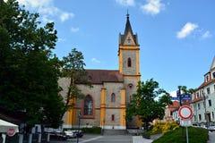 教会在Hluboka nad Vltavou市 免版税库存图片