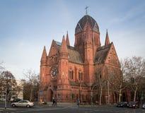 教会在Kreuzberg,柏林,德国的Zum heiligen Kreuz 库存图片