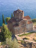教会在ohrid正统st附近的kaneo湖 免版税库存图片