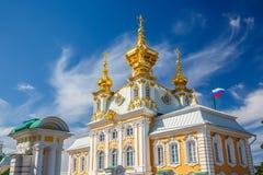 教会在Peterhof,圣彼德堡 免版税图库摄影