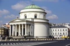 教会在Trzech Krzyzy广场的华沙 库存照片