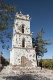 教会坎帕纳里奥峰在Toconao村庄大广场- Toconao,阿塔卡马沙漠,智利的de圣卢卡斯的钟楼 免版税库存照片