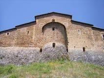 教会城堡在意大利村庄 免版税图库摄影