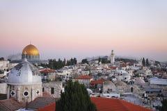教会城市耶路撒冷清真寺挂接老屋顶寺庙 免版税图库摄影