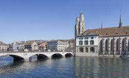 教会城市都市风景时钟表盘最大的彼得s st瑞士塔世界苏黎世 免版税图库摄影