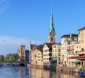 教会城市都市风景时钟表盘最大的彼得s st瑞士塔世界苏黎世 图库摄影