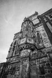教会塔在有剧烈的天空的布拉格 库存照片