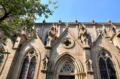 教会外部和结构树 免版税库存照片