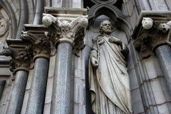 教会外部雕象 库存图片