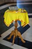 教会婚礼属性 库存照片