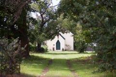 教会小的村庄 免版税库存图片