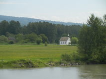 教会小的村庄 库存照片
