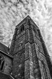 教会尖顶在格拉斯哥,爱尔兰 免版税库存图片