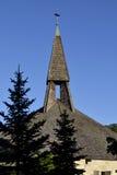 教会尖顶蓝天 库存照片