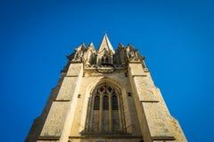 教会尖顶蓝天 库存图片