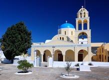 教会希腊oia santorini村庄 免版税图库摄影