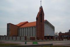 教会房屋建设砖橙色屋顶十字架正方形 库存照片