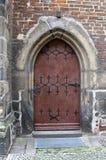 教会接近的门德国老wittenberg 免版税库存照片