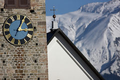教会时钟详细资料塔视图 库存照片
