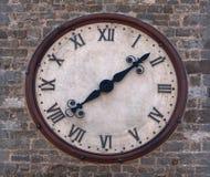 教会时钟详细资料 库存照片