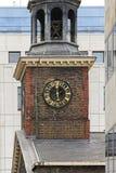教会时钟 免版税库存图片