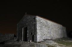 教会晚上照片 库存图片
