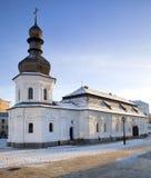 教会木圆屋顶的雪 免版税库存照片