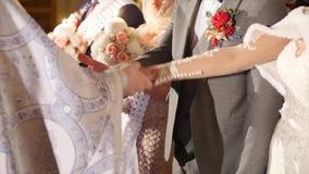 教会正统婚礼 婚礼、新娘和新郎在东正教里 影视素材