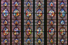 教会污迹玻璃窗在迪南,比利时 库存图片