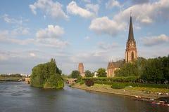 教会法兰克福德国主要河 免版税图库摄影