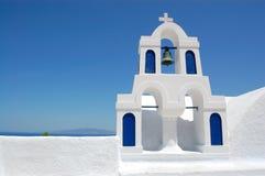 教会海岛santorini视图 免版税库存照片