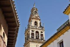 教会的上面在科多巴在南西班牙作为一座典型的西班牙钟楼,西班牙宗教建筑学的标志 库存图片