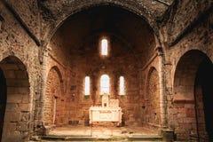 教会的内部的遗骸火毁坏的 免版税库存照片