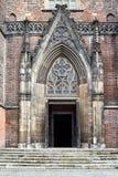 教会的哥特式门户 库存图片