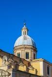 教会的圆顶在意大利 免版税库存图片