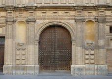 教会的大门和墙壁 免版税库存图片