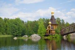 教会的看法在Vuoksa河最初叫的传道者安德鲁 列宁格勒地区,俄罗斯 免版税库存照片