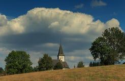 教会的看法距离的 免版税库存照片
