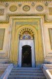 教会的门在Curtea de Arges,罗马尼亚 库存图片