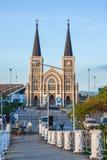 教会看法从桥梁的 图库摄影