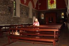 教会祷告。 库存图片