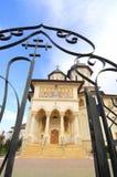 教会给天堂正统罗马尼亚人装门 免版税库存图片