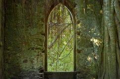 教会老视窗 免版税图库摄影