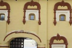 教会老视窗 免版税库存照片
