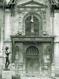 教会老门前面 免版税库存照片