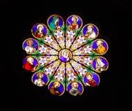 教会色的玻璃罗马视窗 免版税库存照片
